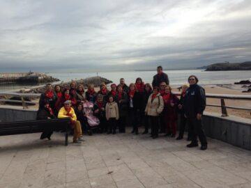 Grupo de Cuéllar con Carlos guía turística del taller de empleo
